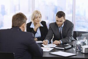 Как выбрать юридическую фирму для составления договоров при ведении бизнеса